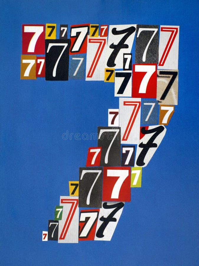 Αριθμός επτά που γίνεται από τους αριθμούς που κόβουν από τα περιοδικά στο μπλε BA στοκ εικόνες
