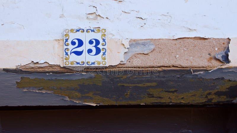 Αριθμός σπιτιών κεραμικής στον τοίχο είκοσι τρία στοκ φωτογραφία με δικαίωμα ελεύθερης χρήσης