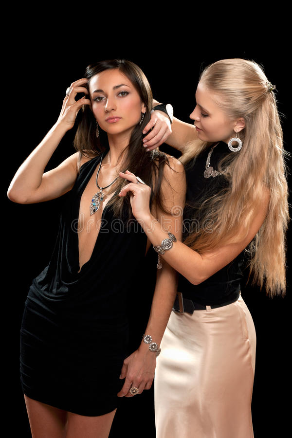 αρκετά δύο νεολαίες γυναικών στοκ φωτογραφίες με δικαίωμα ελεύθερης χρήσης