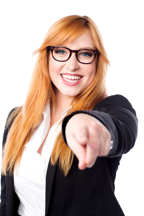 Αρκετά εταιρική κυρία που δείχνει σε σας στοκ φωτογραφία με δικαίωμα ελεύθερης χρήσης