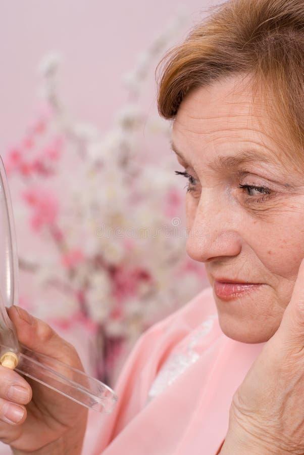 Αρκετά ηλικιωμένη γυναίκα στοκ φωτογραφίες