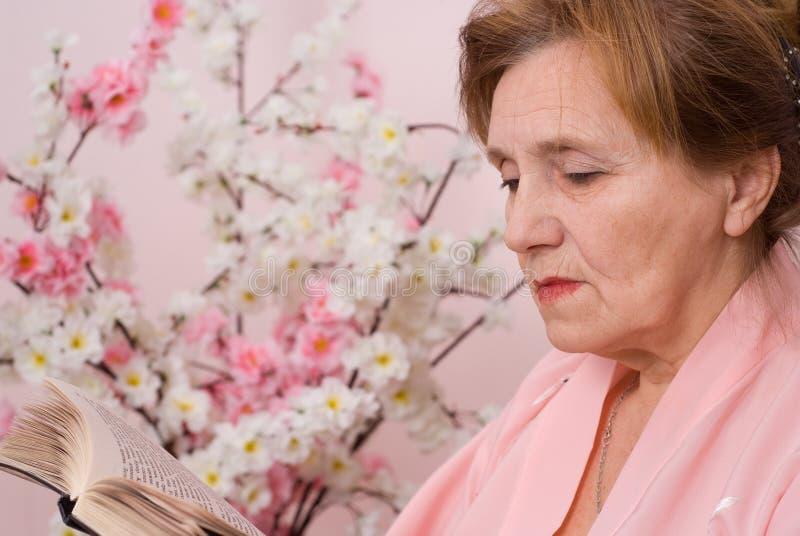 Αρκετά ηλικιωμένη γυναίκα στοκ εικόνες με δικαίωμα ελεύθερης χρήσης