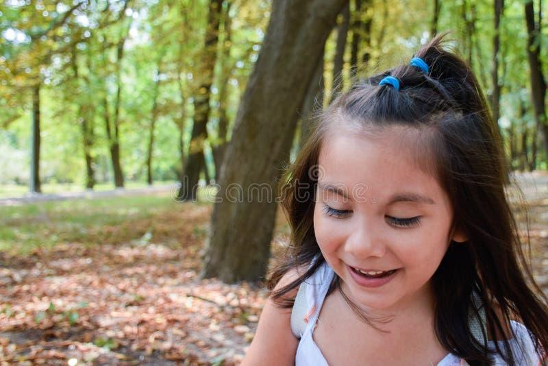 Αρκετά λατινικό γέλιο παιδιών στοκ εικόνες