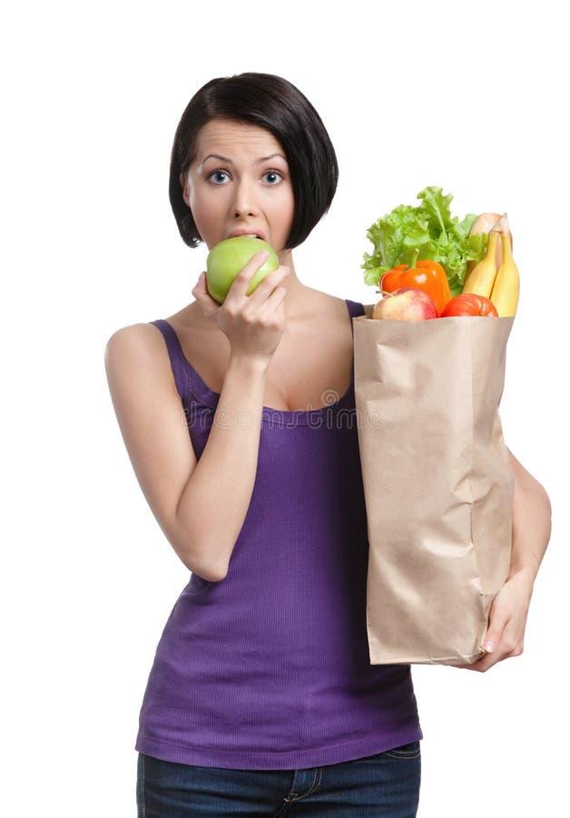 Αρκετά νέα γυναίκα με τα υγιή τρόφιμα στοκ φωτογραφία