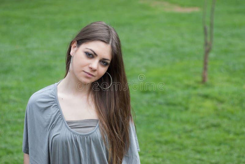 Αρκετά νέα γυναίκα με τη μακριά τρίχα bronde στοκ φωτογραφία με δικαίωμα ελεύθερης χρήσης