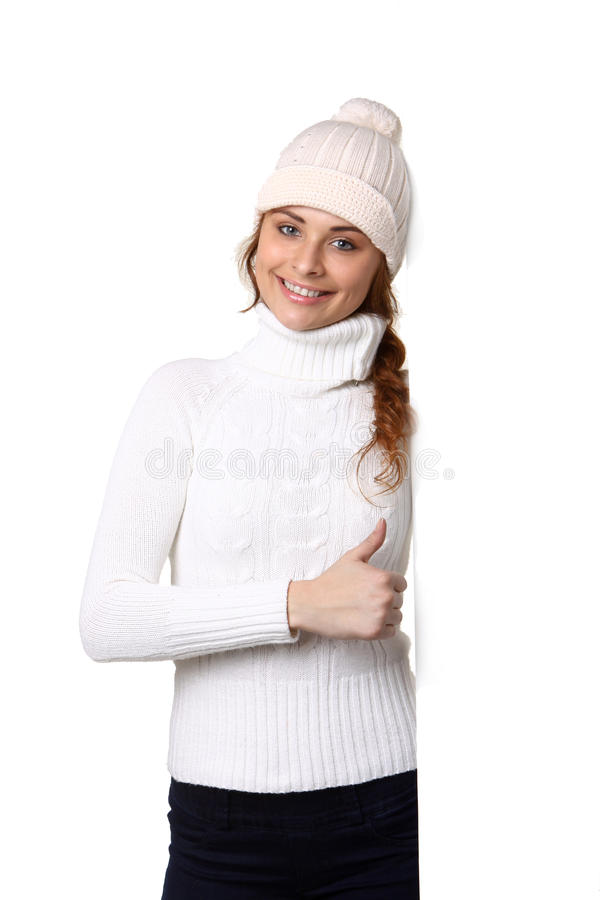 Αρκετά νέα γυναίκα με το άσπρο κενό κενό σημάδι πινάκων διαφημίσεων στοκ φωτογραφία με δικαίωμα ελεύθερης χρήσης