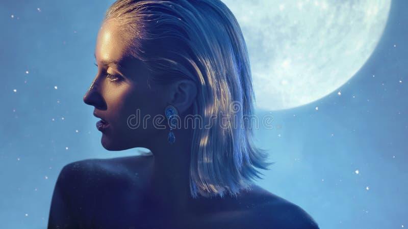 Αρκετά ξανθή κυρία με τη χρυσή σκόνη στο δέρμα στοκ εικόνα