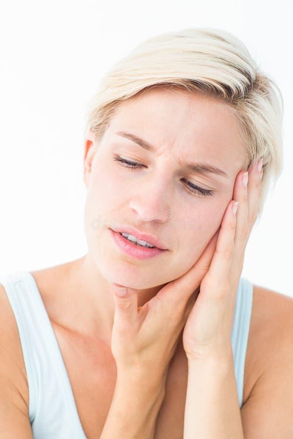 Αρκετά ξανθός με τον πόνο δοντιών στοκ εικόνα