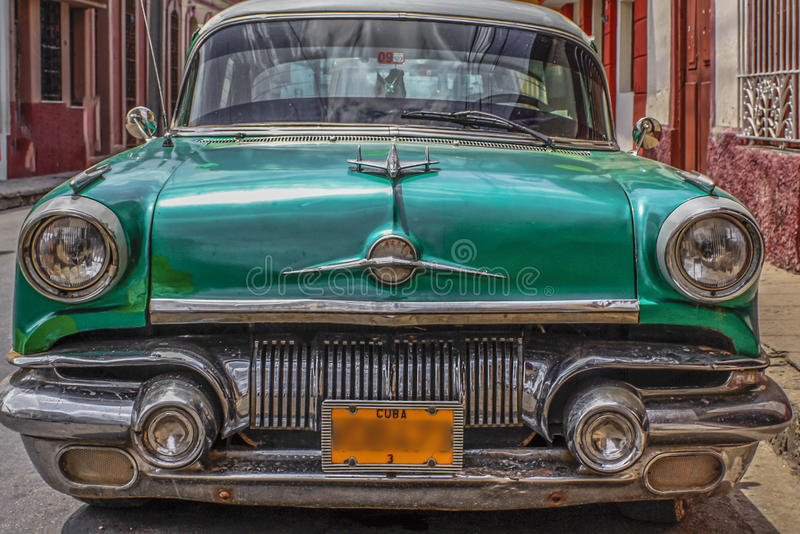 Αρκετά χαρακτηριστικό αυτοκίνητο Κούβα που διατηρείται άψογα στοκ εικόνες με δικαίωμα ελεύθερης χρήσης