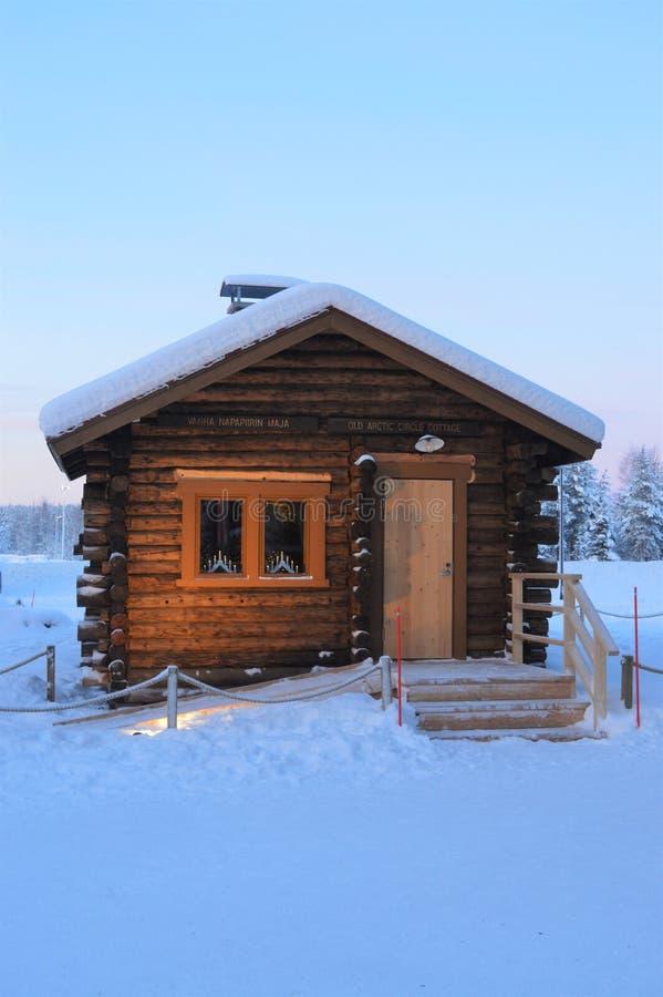 Αρκτικός κύκλος Napapiiri, Ροβανιέμι Φινλανδία Χωριό Άγιου Βασίλη † Roosevelt cottage† στοκ εικόνες