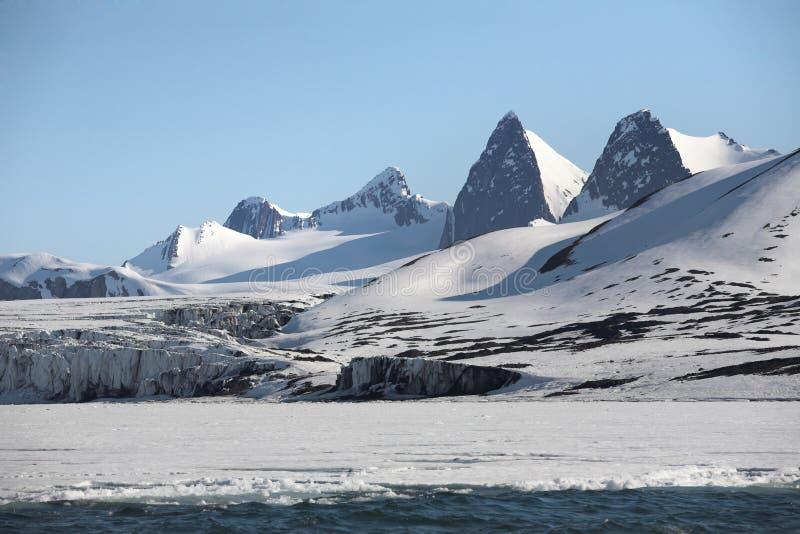 αρκτικό βουνό τοπίων στοκ εικόνα με δικαίωμα ελεύθερης χρήσης