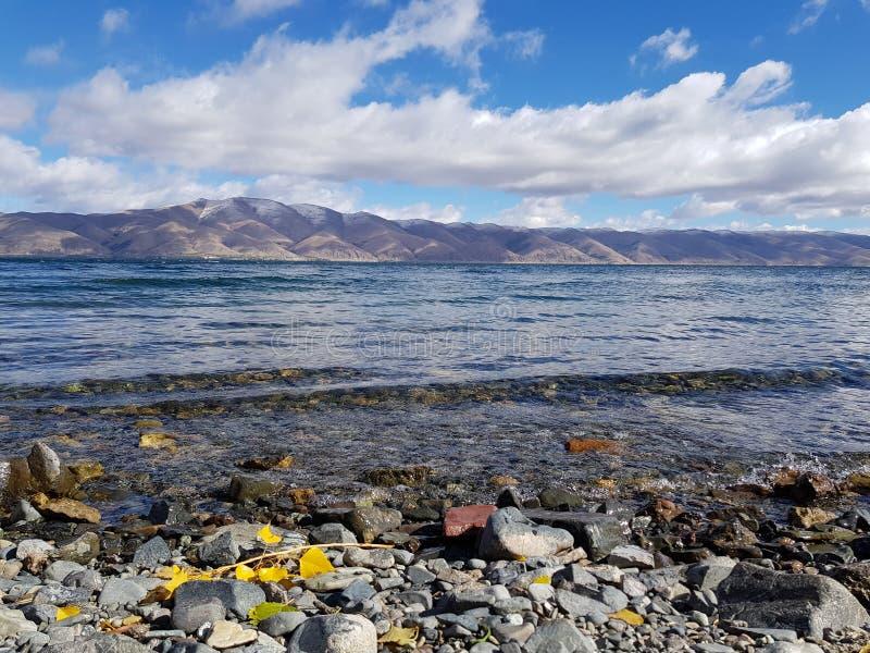 Αρμενία, λίμνη Sevan Νερό Βουνά στοκ φωτογραφία