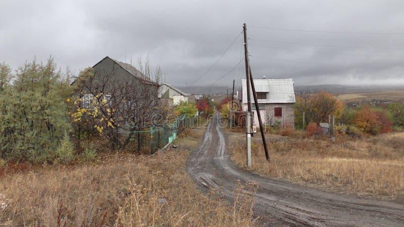 Αρμενία, του χωριού δρόμος επαρχιών Aragatsotn με τα χρώματα πτώσης στοκ εικόνα με δικαίωμα ελεύθερης χρήσης