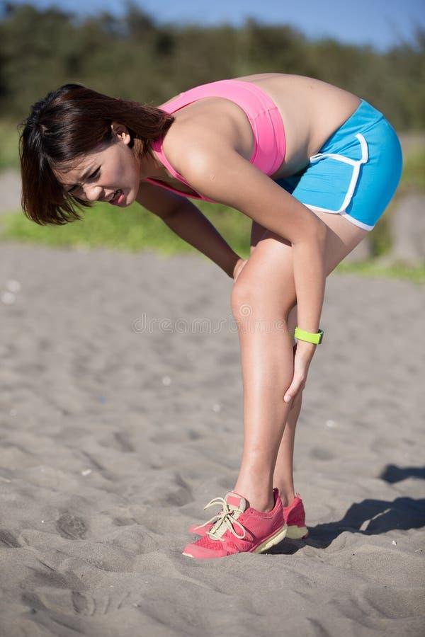 Αρμοσφίκτης γυναικών στο πόδι στοκ εικόνες