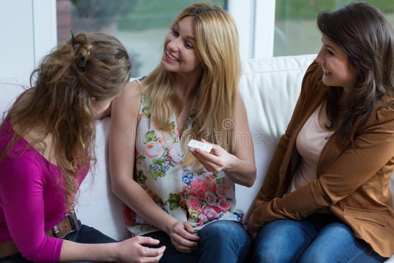 αρνητική δοκιμή εγκυμοσύ& στοκ φωτογραφία με δικαίωμα ελεύθερης χρήσης