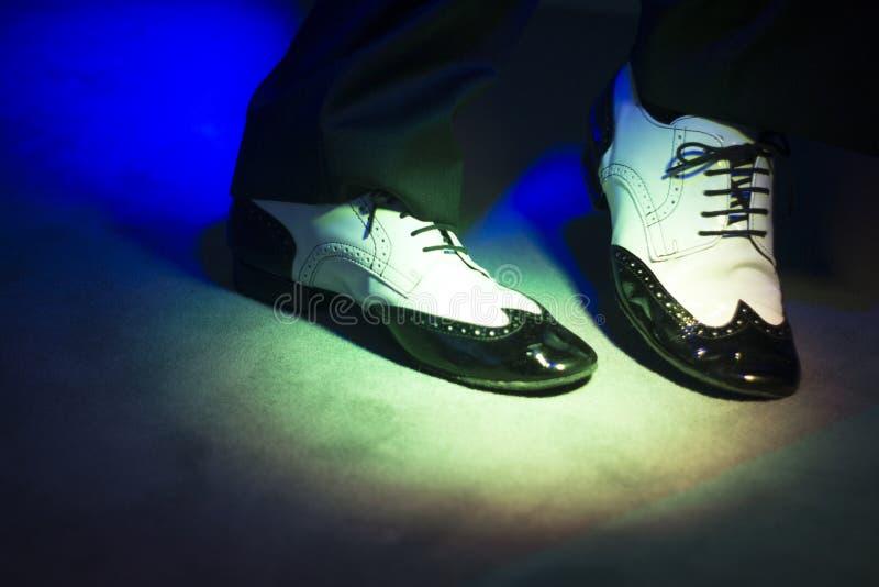 Αρσενικά χορεύοντας παπούτσια χορευτών στοκ φωτογραφία με δικαίωμα ελεύθερης χρήσης