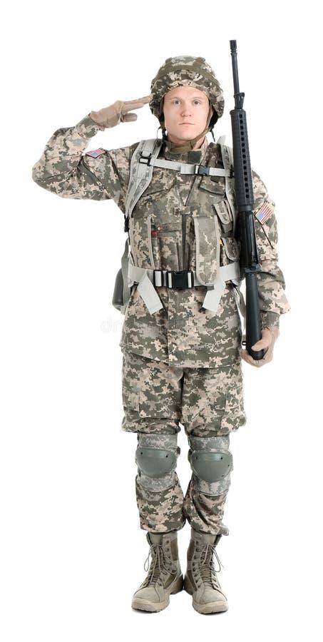 Αρσενικός στρατιώτης με το πολυβόλο στη λευκιά στρατιωτική υπηρεσία υποβάθρου στοκ φωτογραφίες
