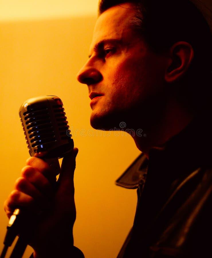 αρσενικός τραγουδιστή&sigmaf στοκ εικόνα με δικαίωμα ελεύθερης χρήσης