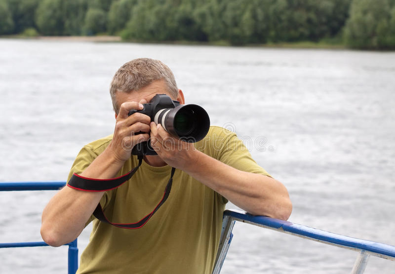 Αρσενικός φωτογράφος στοκ εικόνες με δικαίωμα ελεύθερης χρήσης
