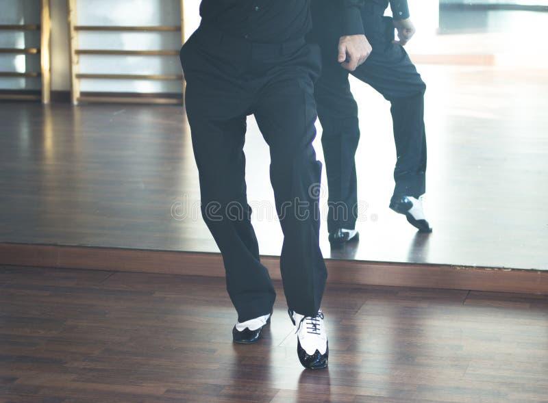 Αρσενικός χορευτής χορού αιθουσών χορού στοκ εικόνες με δικαίωμα ελεύθερης χρήσης