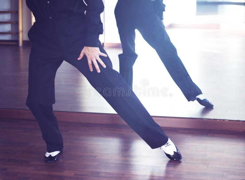 Αρσενικός χορευτής χορού αιθουσών χορού στοκ φωτογραφία με δικαίωμα ελεύθερης χρήσης