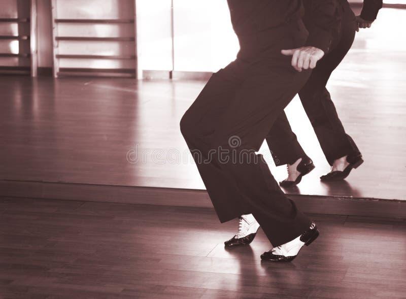 Αρσενικός χορευτής χορού αιθουσών χορού στοκ εικόνα