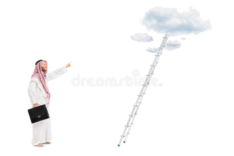 Αρσενικό αραβικό πρόσωπο με το χαρτοφύλακα που στέκεται μπροστά από τα WI σκαλών στοκ εικόνα