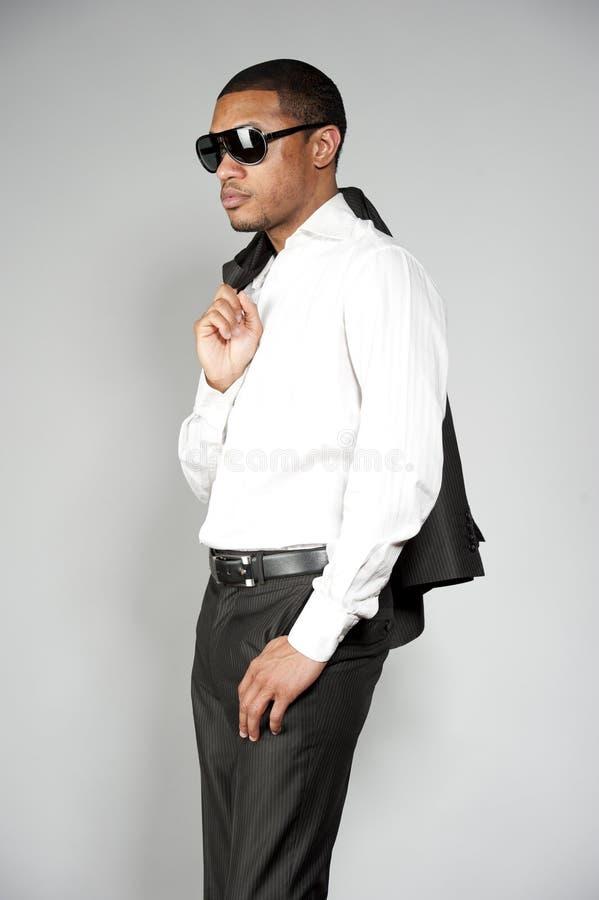 Αρσενικό αφροαμερικάνων σε ένα κοστούμι στοκ εικόνα