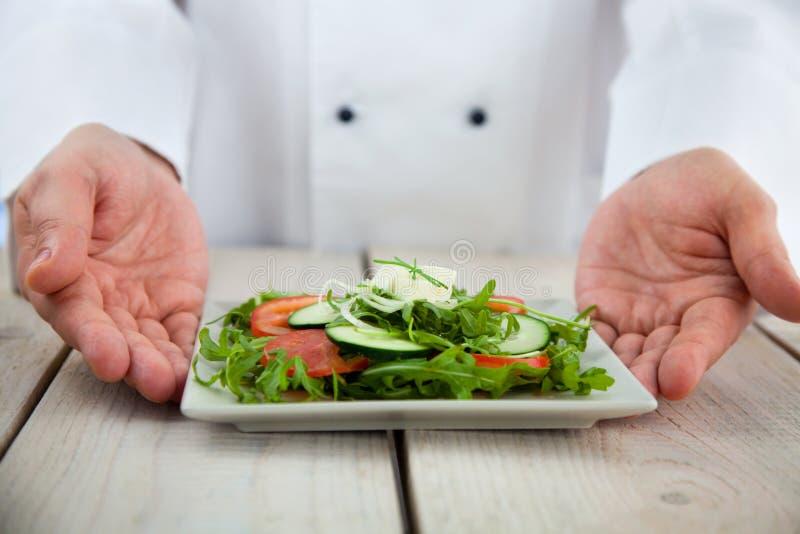 αρσενικό εστιατόριο αρχιμαγείρων στοκ φωτογραφία με δικαίωμα ελεύθερης χρήσης