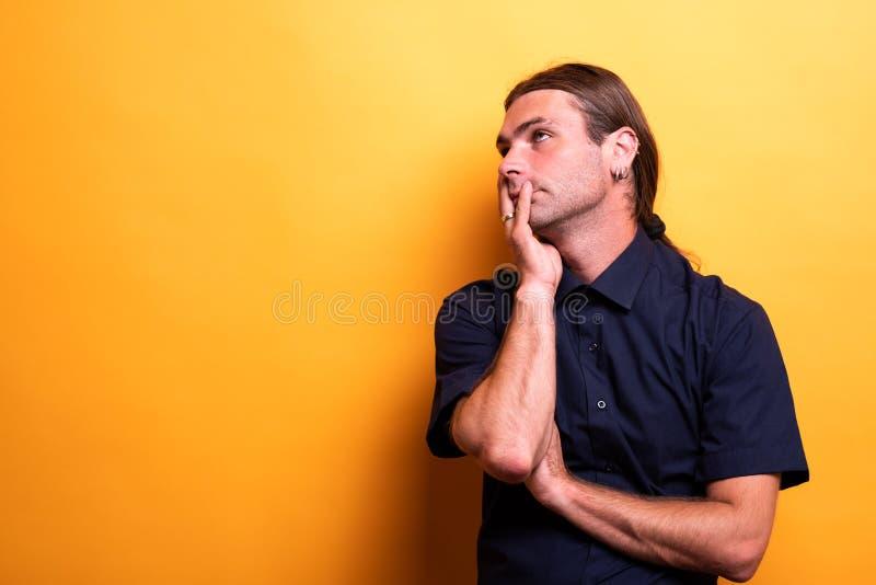 Αρσενικό να αναρωτηθεί πορτρέτου στοκ φωτογραφίες με δικαίωμα ελεύθερης χρήσης
