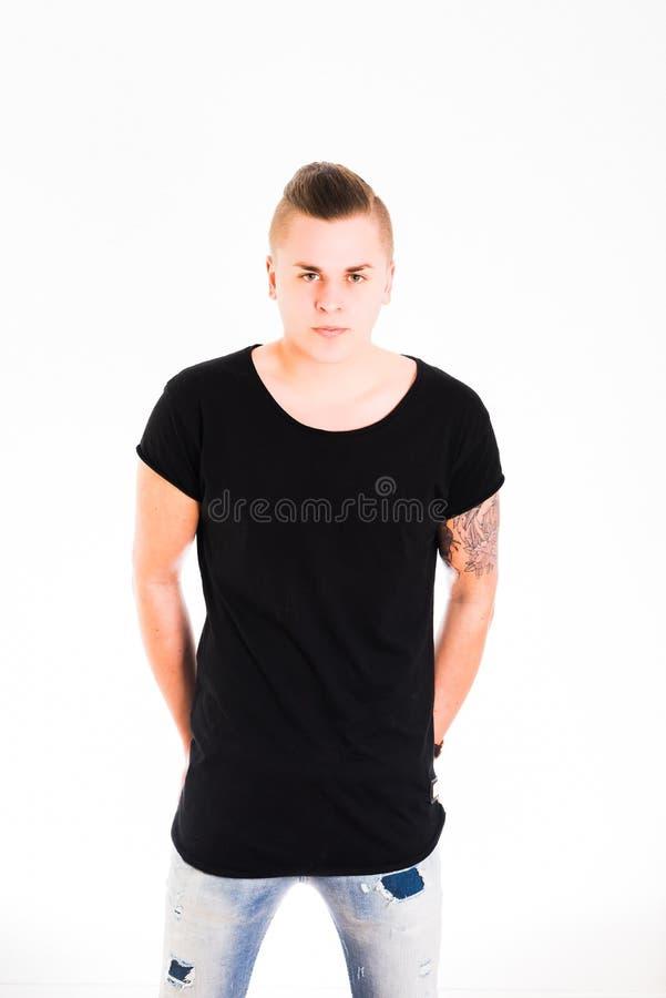Αρσενικό πορτρέτο στην μπλούζα στοκ εικόνα