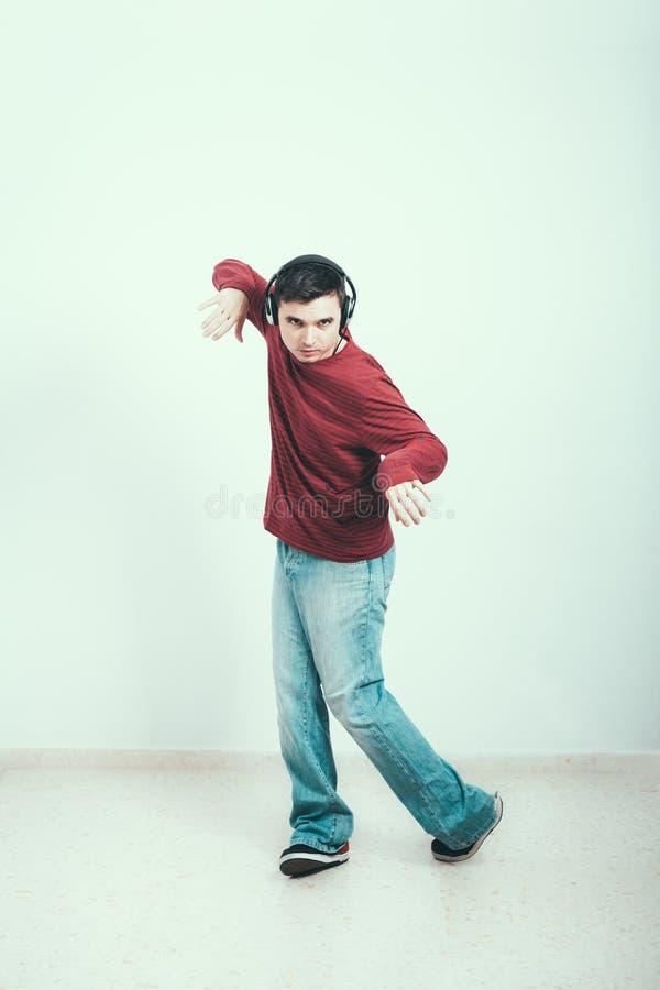 Αρσενικό που ακούει τη μουσική στοκ φωτογραφίες με δικαίωμα ελεύθερης χρήσης
