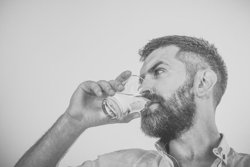 Αρσενικό πρόσωπο Ζητήματα που έχουν επιπτώσεις στο αγόρι Απόλυση και δίψα στοκ εικόνα με δικαίωμα ελεύθερης χρήσης