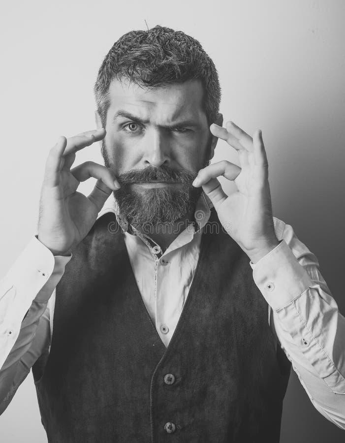 Αρσενικό πρόσωπο Ζητήματα που έχουν επιπτώσεις στο αγόρι Τύπος ή γενειοφόρος επιχειρηματίας στοκ φωτογραφία με δικαίωμα ελεύθερης χρήσης