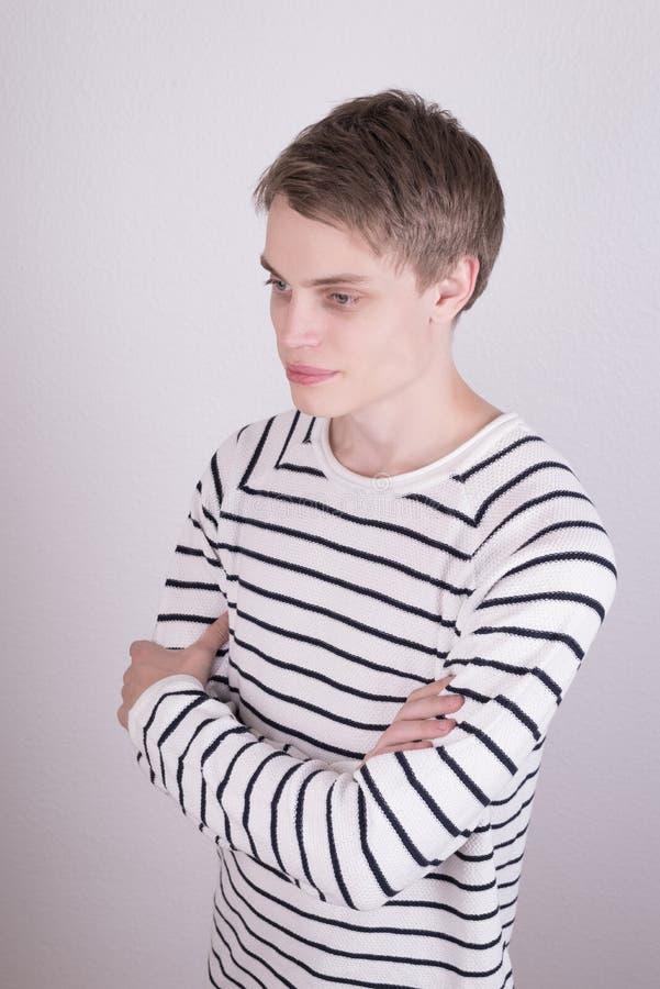 Αρσενικό πρότυπο ενδυμάτων στοκ εικόνα με δικαίωμα ελεύθερης χρήσης
