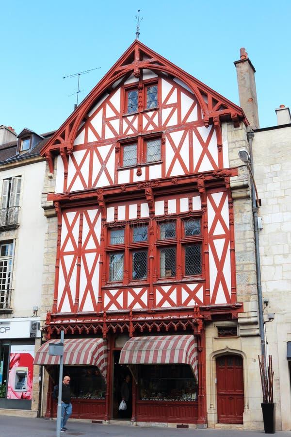 Αρτοποιείο στο μισό-εφοδιασμένο με ξύλα σπίτι, Ντιζόν, Γαλλία στοκ εικόνες