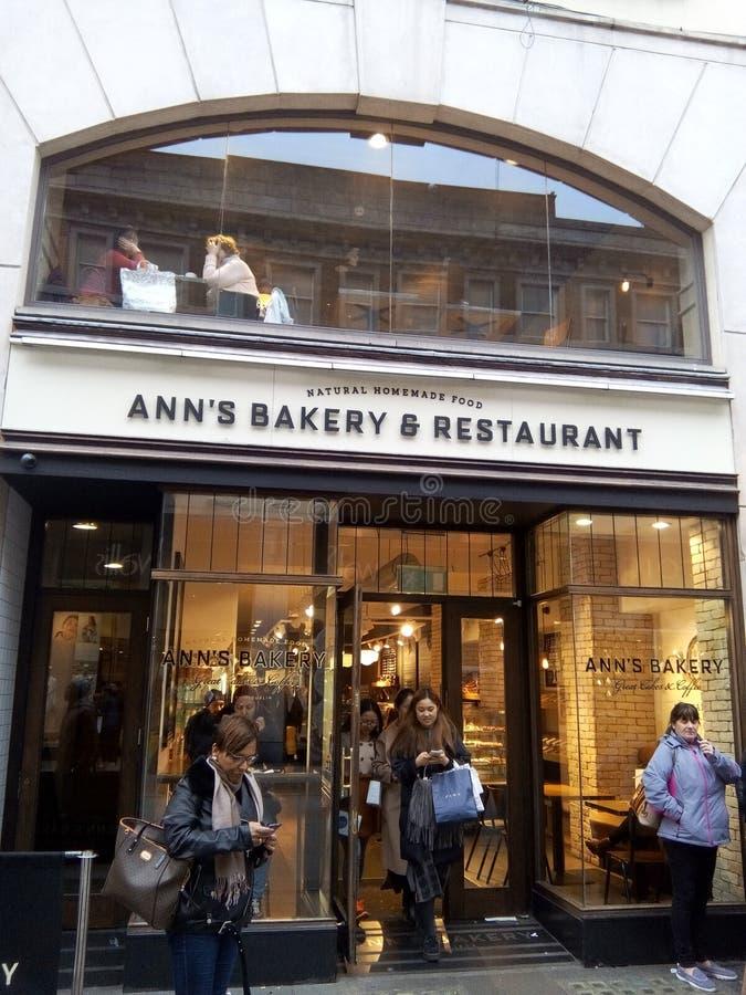 Αρτοποιείο Café στο κέντρο της πόλης του Δουβλίνου στοκ εικόνα