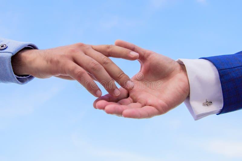 Αρχή της συνεργασίας και της αλληλεπίδρασης στην επιχείρηση Έννοια προγράμματος ξεκινήματος Ώθηση για την έναρξη συνεργασίας στοκ εικόνα