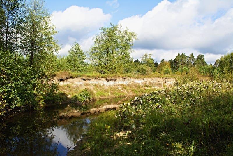 Αρχή του φθινοπώρου στον ποταμό Serezha στοκ φωτογραφία με δικαίωμα ελεύθερης χρήσης