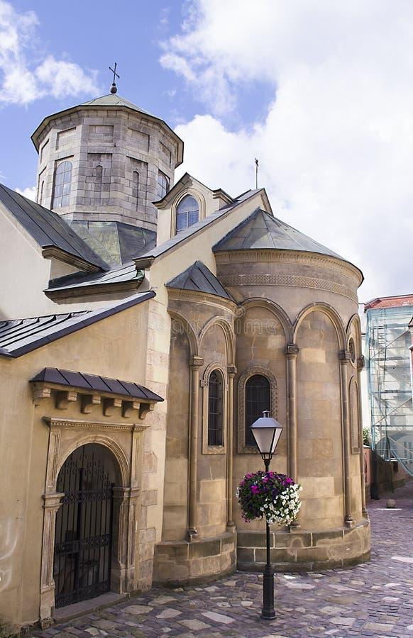 Αρχαία αρμενική εκκλησία στην πόλη Lviv, Ουκρανία Φανάρι κοντά στον αρμενικό καθεδρικό ναό στοκ εικόνες