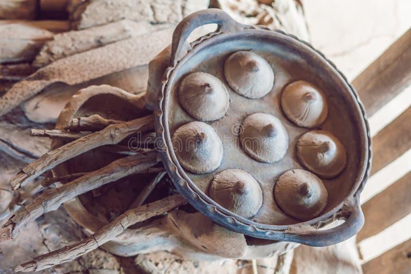 Αρχαία βιετναμέζικα πιάτα για το μαγείρεμα των παραδοσιακών βιετναμέζικων τροφίμων στοκ εικόνες
