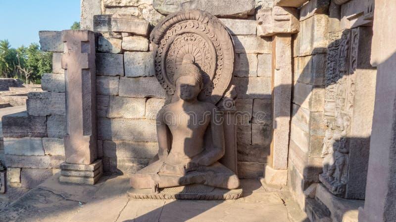 Αρχαία γλυπτό/άγαλμα Gautam Βούδας που ειρηνικά στοκ εικόνα