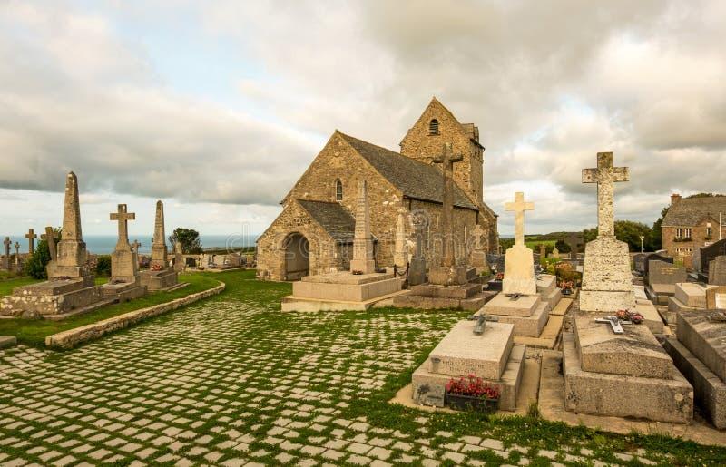 Αρχαία εκκλησία Notre-Dame de Jobourg και Λα Χάγη, Νορμανδία, Γαλλία νεκροταφείων στοκ εικόνες