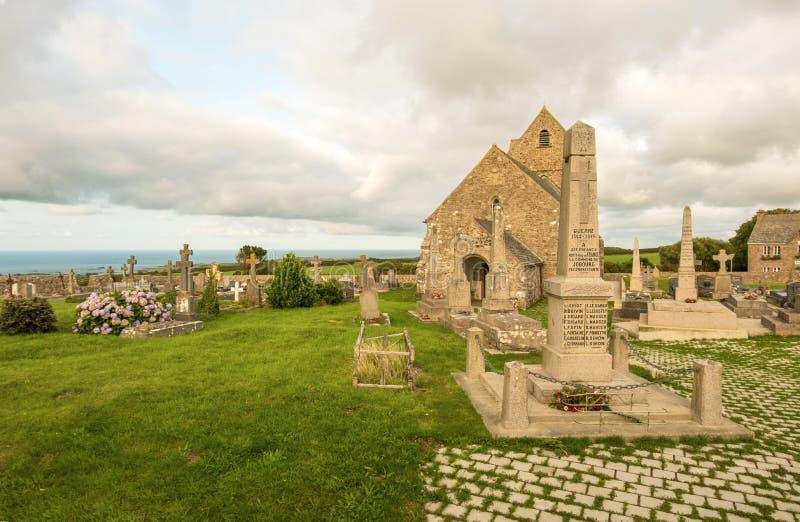 Αρχαία εκκλησία Notre-Dame de Jobourg και Λα Χάγη, Νορμανδία, Γαλλία νεκροταφείων στοκ φωτογραφίες
