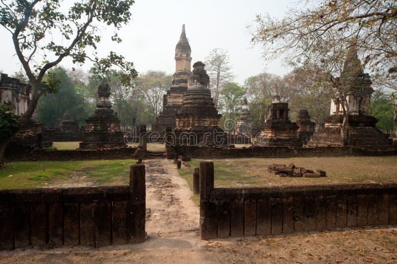 Αρχαία παγόδα σε Wat Jed Yod στο ιστορικό πάρκο Si Satchanalai στοκ εικόνες