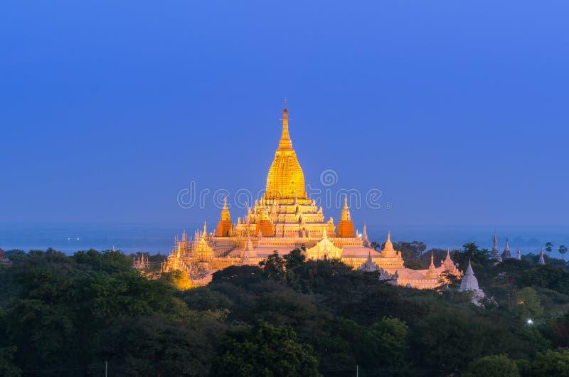 Αρχαία παγόδα Ananda στο λυκόφως, Bagan (ειδωλολατρικό) στοκ φωτογραφία