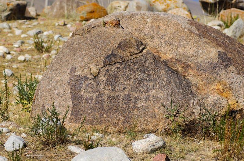 Αρχαία περιοχή με ιστορικά petroglyphs στο Κιργιστάν στοκ εικόνα με δικαίωμα ελεύθερης χρήσης