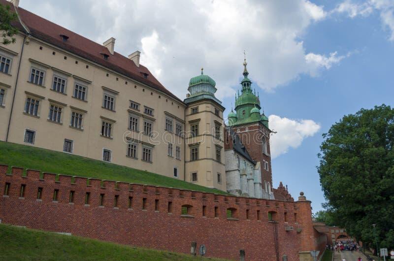 Αρχαία πρόσοψη της χτίζοντας πόλης Wawel Castle της Κρακοβίας Πολωνία στοκ εικόνες