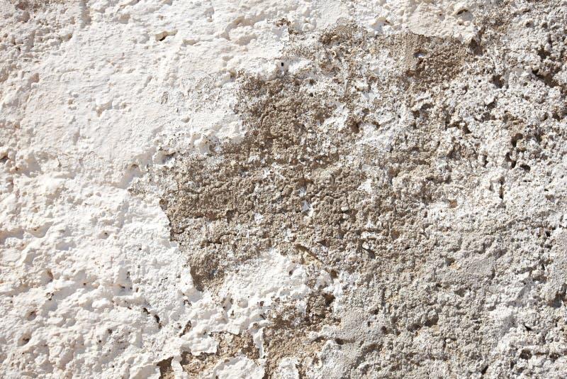 Αρχαία σκουριασμένη πρόσοψη που χρωματίζεται με τον ασβέστη στην Ισπανία στοκ εικόνες