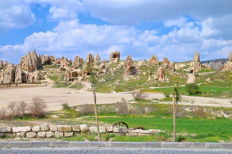 Αρχαία τακτοποίηση σπηλιών στα βουνά Cappadocia στοκ φωτογραφία